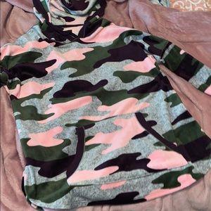 Vera wang camo plush hoodie